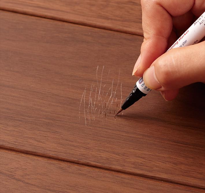 ブラッシュペンで塗る。