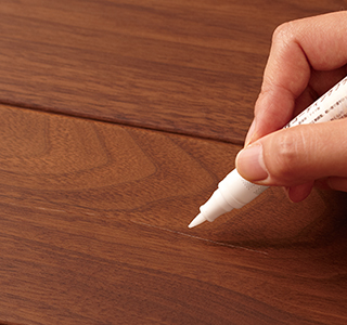 床用ブラッシュペン(クリアー)で塗る。