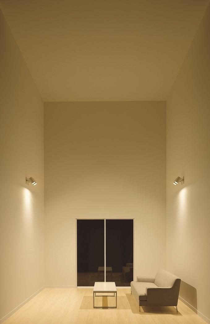 壁・天井全体に光が当たっていない空間