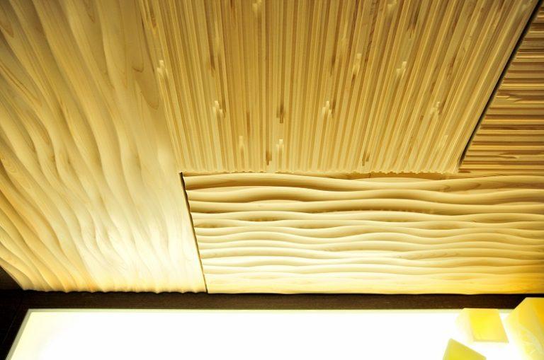 立体感のあるウッドパネルを使った例